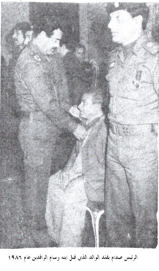 ولده صورة وعدد قديم من جريدة العراق